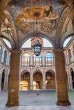 Μπολόνια - ανώτατο όριο και αίθριο από την είσοδο στο εξωτερικό αίθριο Archiginnasio Στοκ Εικόνες