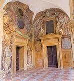 Μπολόνια - πύλες από το εξωτερικό αίθριο Archiginnasio Στοκ Εικόνα