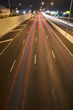 Μπρίσμπαν, Αυστραλία - την Τετάρτη 12 του μηνός, 2014: Overpass που κοιτάζει επάνω στον ειρηνικό αυτοκινητόδρομο - M1 με τα αυτοκ Στοκ Εικόνες
