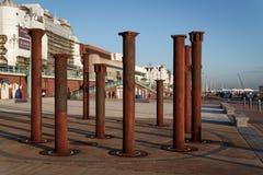 ΜΠΡΑΙΤΟΝ, ΑΝΑΤΟΛΗ SUSSEX/UK - 26 ΙΑΝΟΥΑΡΊΟΥ: Στήλες από το derelic Στοκ φωτογραφία με δικαίωμα ελεύθερης χρήσης