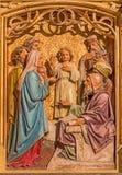 Μπρατισλάβα - διδασκαλία του Ιησού αγοριών στο ναό. σκηνή. Χαρασμένη ανακούφιση από. το σεντ 19. στοκ φωτογραφίες