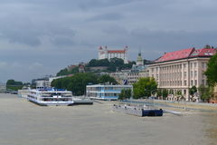 Μπρατισλάβα που πλημμυρίζει τον ποταμό Δούναβη στοκ φωτογραφίες με δικαίωμα ελεύθερης χρήσης