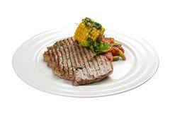 Μπριζόλα βόειου κρέατος με το καλαμπόκι και τα λαχανικά στοκ εικόνα