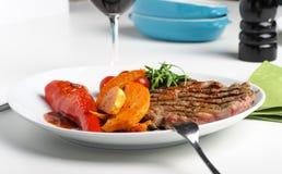 μπριζόλα σημαδιών σχαρών βόειου κρέατος Στοκ εικόνα με δικαίωμα ελεύθερης χρήσης
