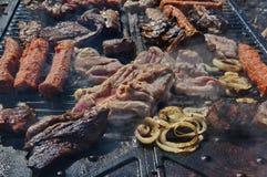 Μπριζόλα αρνιών στους ρόλους σχαρών και κρέατος Στοκ Φωτογραφία