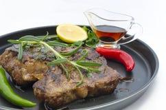 Μπριζόλα βόειου κρέατος με τα πιπέρια τσίλι Στοκ φωτογραφίες με δικαίωμα ελεύθερης χρήσης