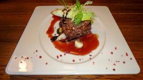 Μπριζόλα βόειου κρέατος με τη σαλάτα Στοκ εικόνες με δικαίωμα ελεύθερης χρήσης