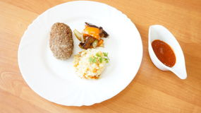 Μπριζόλα βόειου κρέατος με το ρύζι Στοκ εικόνα με δικαίωμα ελεύθερης χρήσης