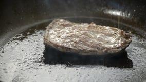 Μπριζόλα βόειου κρέατος απόθεμα βίντεο