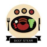 Μπριζόλα και λουκάνικο βόειου κρέατος με τη τοπ απεικόνιση άποψης σαλάτας Στοκ Εικόνα