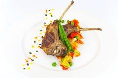 Μπριζόλα χοιρινού κρέατος με το λαχανικό στο πιάτο Στοκ Φωτογραφία
