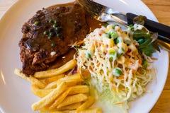 Μπριζόλα χοιρινού κρέατος με το μαύρο πιπέρι στοκ εικόνα με δικαίωμα ελεύθερης χρήσης