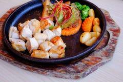 Μπριζόλα χοιρινού κρέατος Kurobuta παν-τηγανητών με τα λαχανικά Στοκ Φωτογραφίες
