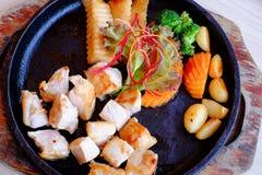 Μπριζόλα χοιρινού κρέατος Kurobuta παν-τηγανητών με τα λαχανικά Στοκ φωτογραφίες με δικαίωμα ελεύθερης χρήσης