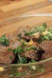 Μπριζόλες βόειου κρέατος στην κουζίνα Στοκ εικόνα με δικαίωμα ελεύθερης χρήσης