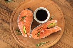 Μπριζόλες του κόκκινου σολομού ψαριών Στοκ Φωτογραφίες