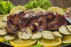 Μπριζόλες χοιρινού κρέατος στην πορτοκαλιά σάλτσα Στοκ φωτογραφία με δικαίωμα ελεύθερης χρήσης