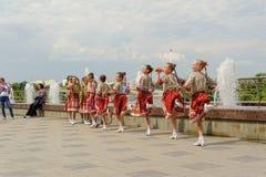 Μπρνο, Δημοκρατία της Τσεχίας στις 25 Ιουνίου 2017 Τσεχικοί παραδοσιακοί χορός και ψυχαγωγία παράδοσης γιορτής λαϊκοί Κορίτσια κα Στοκ Φωτογραφία