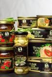 ΜΠΡΝΟ, ΔΗΜΟΚΡΑΤΊΑ ΤΗΣ ΤΣΕΧΊΑΣ - 16 ΔΕΚΕΜΒΡΊΟΥ 2017: Kaiser Franz Josef Exclusive Canned Tuna με τα τσίλι Τρόφιμα για τα gourmets  Στοκ φωτογραφία με δικαίωμα ελεύθερης χρήσης