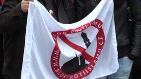 ΜΠΡΝΟ, ΔΗΜΟΚΡΑΤΊΑ ΤΗΣ ΤΣΕΧΊΑΣ, ΣΤΙΣ 28 ΟΚΤΩΒΡΊΟΥ 2015: Επίδειξη ενάντια στο Ισλάμ και μετανάστες στο Μπρνο Μια αφίσσα με ένα μουσ φιλμ μικρού μήκους