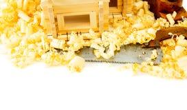 μπροστινά Windows σπιτιών γκαράζ πορτών λεπτομέρειας κατασκευής Εργασίες ξυλουργού Ο μικρός Στοκ φωτογραφία με δικαίωμα ελεύθερης χρήσης