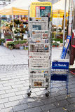 Μπροστινές καλύψεις της διεθνούς εφημερίδας Στοκ φωτογραφίες με δικαίωμα ελεύθερης χρήσης
