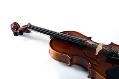 Μπροστινή άποψη βιολιών σχετικά με το λευκό Στοκ Εικόνες