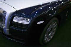 Μπροστινή άποψη ενός φαντάσματος Rolls-$l*royce αυτοκινήτων πολυτέλειας Περιορισμένος αυτοκίνητα σφαιρικός κατασκευαστής Rolls-$l στοκ εικόνες