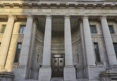 Μπροστινή άποψη παλατιών δικαιοσύνης στοκ εικόνα