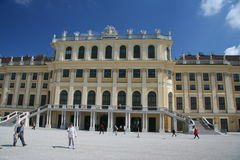 Μπροστινή άποψη παλατιών Schönbrunn Στοκ Φωτογραφίες