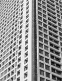 Μπροστινή άποψη σύγχρονου στενού επάνω κατοικημένου κτηρίου Στοκ Εικόνες