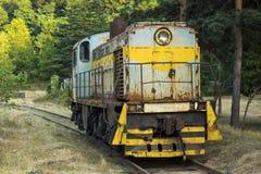 Μπροστινή άποψη της ατμομηχανής diesel στο σιδηρόδρομο Στοκ Φωτογραφίες