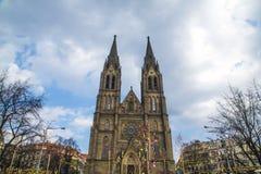 Μπροστινή άποψη της κυρίας είσοδος στον καθεδρικό ναό στην Πράγα, Δημοκρατία της Τσεχίας Στοκ Φωτογραφία