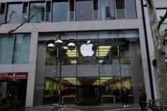 Μπροστινή άποψη της Apple Store στη Φρανκφούρτη στοκ εικόνα