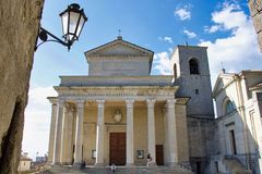 Μπροστινή άποψη του Άγιου Μαρίνου προέχουσα στο neoclassic ύφος στοκ φωτογραφία με δικαίωμα ελεύθερης χρήσης