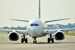 Μπροστινή άποψη του αεροπλάνου πριν από την απογείωση Στοκ φωτογραφία με δικαίωμα ελεύθερης χρήσης
