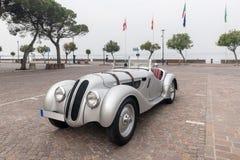 Μπροστινή άποψη του παλαιού αναδρομικού αυτοκινήτου Στοκ Εικόνες