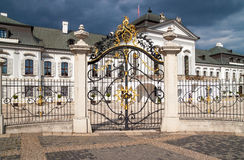 Μπροστινή άποψη του παλατιού Grassalkovich (Grasalkovicov Palac) στη Μπρατισλάβα Στοκ Φωτογραφία
