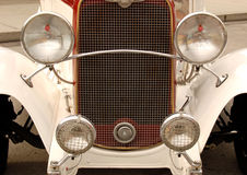 Μπροστινή λεπτομέρεια του εκλεκτής ποιότητας αυτοκινήτου στοκ φωτογραφία