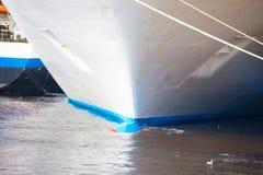 Μπροστινή μύτη πλωρών του δεμένου σκάφους Στοκ Φωτογραφίες