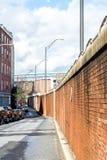 Μπροστινή οδός και διατηρώντας τοίχος Στοκ Εικόνα