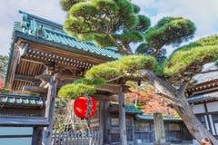 Μπροστινή πύλη του ναού Hasedera σε Kamakura Στοκ φωτογραφία με δικαίωμα ελεύθερης χρήσης