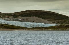 Μπροστινή φθάνοντας παγετώδης λίμνη παγετώνων του Russell Υψηλό moraine στο υπόβαθρο, Γροιλανδία στοκ εικόνα με δικαίωμα ελεύθερης χρήσης