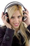 Μπροστινή όψη της θηλυκής μουσικής ακούσματος Στοκ εικόνα με δικαίωμα ελεύθερης χρήσης