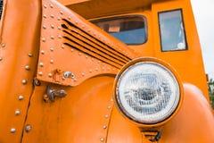 Μπροστινός λαμπτήρας του πορτοκαλιού σχολικού λεωφορείου Στοκ εικόνες με δικαίωμα ελεύθερης χρήσης