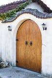 μπροστινός ξύλινος πορτών Στοκ εικόνα με δικαίωμα ελεύθερης χρήσης