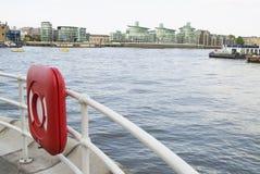 μπροστινός ποταμός κιγκλιδωμάτων Στοκ εικόνες με δικαίωμα ελεύθερης χρήσης