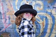 μπροστινό κορίτσι τούβλο&upsi Στοκ εικόνα με δικαίωμα ελεύθερης χρήσης
