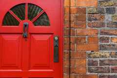 μπροστινό κόκκινο πορτών Στοκ φωτογραφία με δικαίωμα ελεύθερης χρήσης