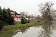 Μπροστινό σπίτι ποταμών στοκ εικόνα με δικαίωμα ελεύθερης χρήσης